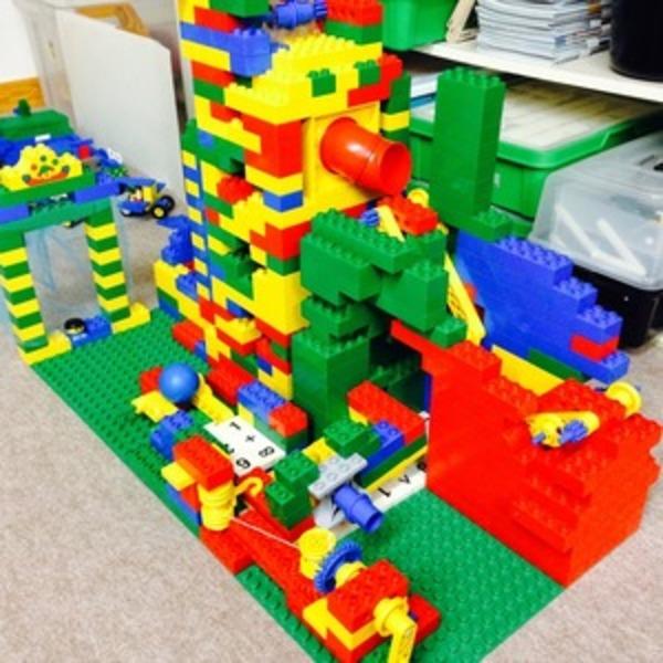 レゴで作った仕組みで玉を運べ!