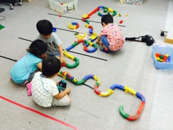 幼児クラス レゴブロックランナーで長い道路にチャレンジ!