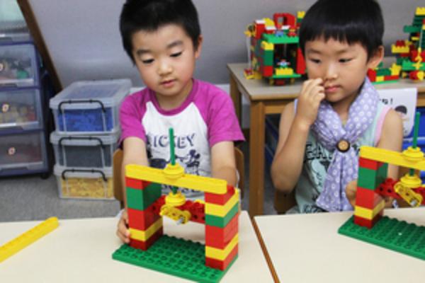 レゴ幼児講座 仕組みで動く人形にチャレンジ!